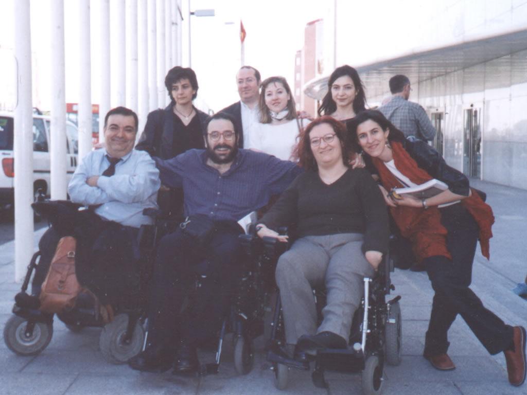 Javier Romañach y Manuel Lobato junto a Soledad Arnau y otras personas